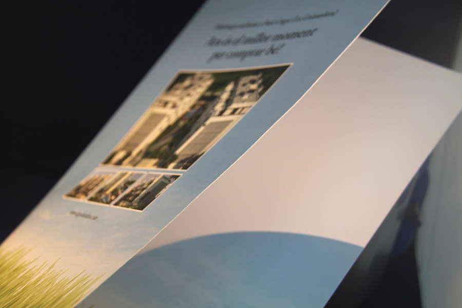 Impremta GrafiCar - Papereria corporativa - Carpeta amb ungletes -Carpeta - solapa enganxada